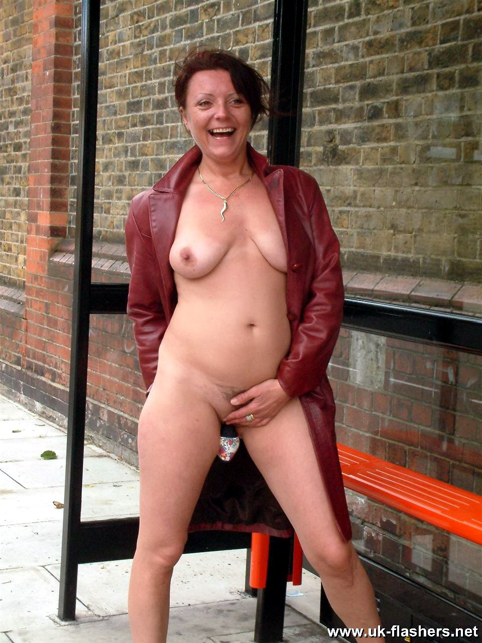 Naked mature uk women